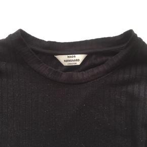 Langærmet bluse fra Mads Nørgaard  Brugt nogle gange- men fin.  Størrelsen er almindelig Small