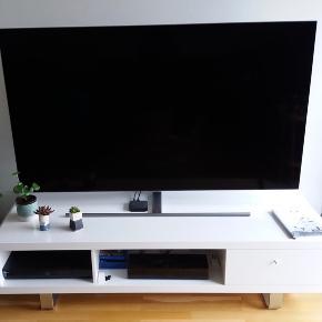 TV-bordet har flg. mål:  Bredde: 160 cm,  Højde: 40 cm Dybde: 60 cm