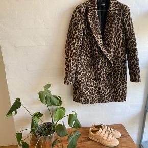 ZARA leopard jakke, god til efterår og vinter. Str: xs. (Passes af både xs&s bud er velkommen.