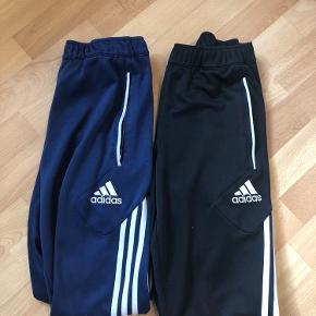 To par Adidas bukser, sælges billigt