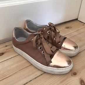 Billi bi sneakers Str 38 150kr