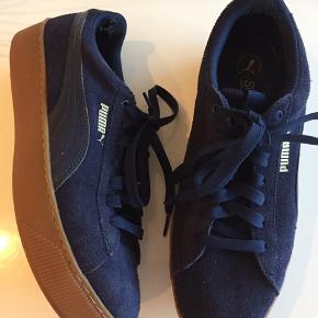 Lækre sneakers som ikke er brugt så meget så udadtil ser de ud som nye - men de er slidt på indersiden ved hælen se sidste billede