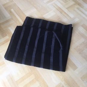 2 sorte velour gardiner 140x235 hver