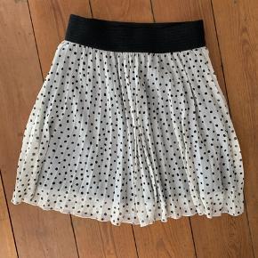 Meget fin nederdel, brugt en gang, passer en S eller XS