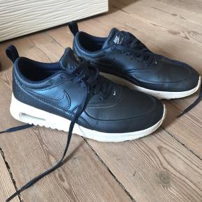 Str. 37,5 - Nike air max Thea i metalic blå