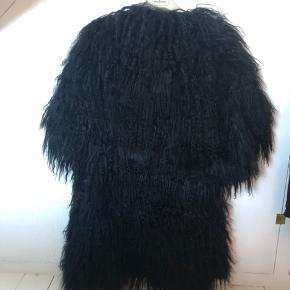 Smuk pels i 100% mongolian fur. Kan passes af både  s og m.