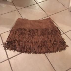 Ruskind nederdel, brugt få gange. Den er lille i str, og står str 40 deri. Men jeg er str 40 og kan ikke passe den. Den svarer til en str 38:)