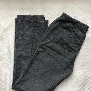 Lækre bukser fra Birgitte Herskind. Kan dsv ikke passe dem, så kan ikke tage et billede med dem på. De er straight i længde og lange i det. Vil tro de passer en str 36/38. De er tykke i stoffet og derfor gode til vinter.