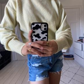 Hejsa💟  Jeg sælger denne super fine sweater fra &other stories. Den er som ny og i god stand. Grundet dette, så vil jeg gerne så tæt på normalpris som muligt.   Normalpris; 400kr.   Byd gerne i kommentaren, eller skriv en privat besked.   Ha' en dejlig dag😘.