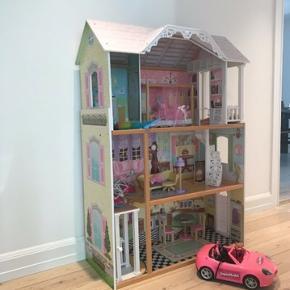 Super fint Barbie hus sælges. Kan også bruges til andre dukker.