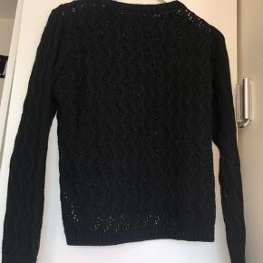 Sælger only strik i sort Størrelse L men fitter nok M-L Kom med bud:)