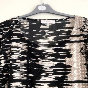 DNY superlet skøn tunika med bindebånd. Str L 50-52. Matr 100% polyester