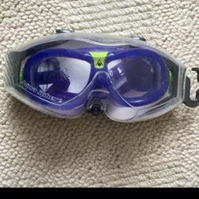 Svømmebriller til børn fra ca 5 år og opefter. Er brugt meget lidt. Ingen slidmærker at se.