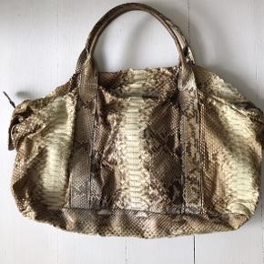 Den smukkeste Pythontaske fra Rabens Saloner. Brugt med pathina - men uden skader.