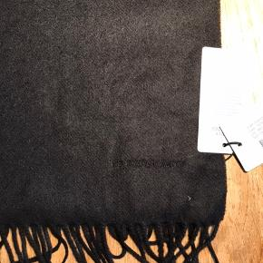 Helt nyt sort tørklæde fra NN07  Sort  Nypris 599kr