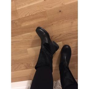 Støvler fra A pair ligner Billi Bi. Strl 37. Ko skind. Købspris i butik: 3.000kr   ÅBEN FOR BUD - BYTTER IKKE  🔮Sendes med forsikret fragt 40kr🔮