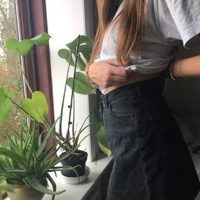 Nederdel fra monki Købt for noget tid siden, bare ikke brugt Str. 40 (lille i størrelse) Køber betaler fragt