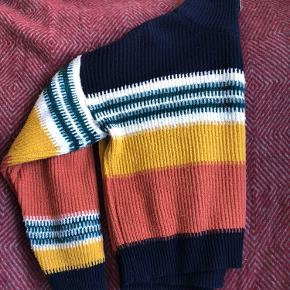 URBAN OUTFITTERS. Sweater. S.