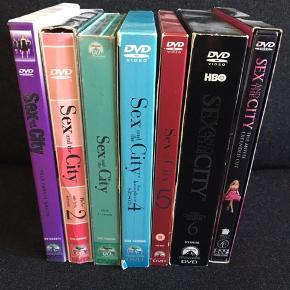 """Sex and the City kollektion på DVD, alle 6 sæsoner. De er af ældre udgave (de første), dvs ikke købt med """"sko æsken"""".  Der kommer også den første film med.   Samlet sælges til 100 kr"""