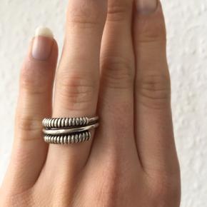 Fin antik vintage retro ring med D-A 925S skraveret. Ægte sølv