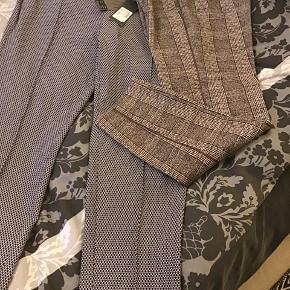 De flotteste nye Mos Moss bukser str. 42, kr 400,- nye ternede fra Street One str 42, dog svarende til 42/44, kr . 220,-