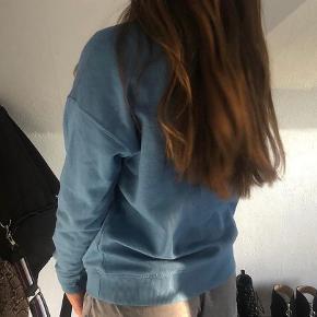 Blå sweater str s mærket er faldet af kan ikke huske np så mp er 50 😊