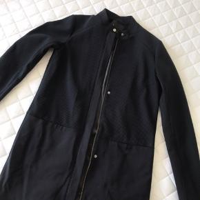 Ny sommer frakke fra modström. Aldrig brugt.