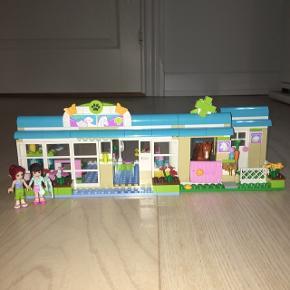 Flot og velholdt sæt fra Lego Friends Heartlake Vet 3188 Kommer fra ikke ryger hjem