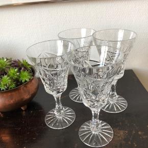 Smukke krystalglas, som klinker når du skåler