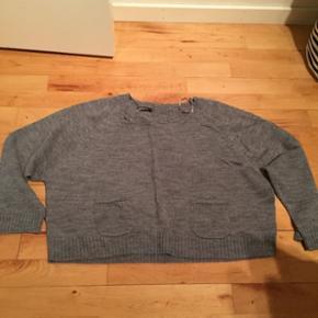 Sælger den dejlige sweater kort model - kun brugt 2 gange - kan sendes på købers regning