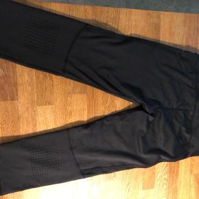 3/4 tights, brugt få gange. Rigtig god ventilation og med lille lynlåslomme foran