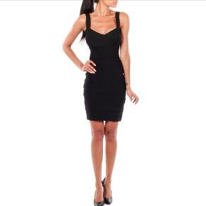 Fedeste bandages kjole fra Kouture, Molash🖤🥂 Lettere brugt, sidder mega godt & er perfect til byen 💃🏼 Str small *Ikke & other stories