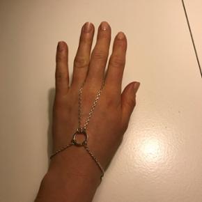Sølvfarvet Pilgrim håndsmykke (ring og armbånd). Fejler intet.