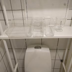 Godmorgon badeværelsesopbevaring og 365 vinglas brugt som opbevaring til makeuppensler. Få ridser i lågene. Sælges grundet flytning.