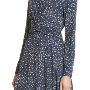 Smuk kjole der flader flot. Det er en str 40 men svarer til 38/m