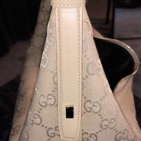 Gucci taske i kanvas, udgået model.   Aldrig brugt, der medfølger dustbag