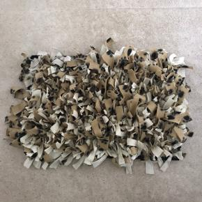 Snusetæppe til aktivering af hunden. Gem foder/godbidder i måtten og lad hunden søge.  L 60 cm B 40 cm