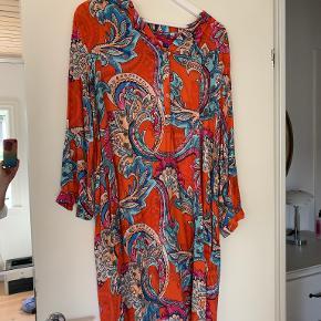 Emily van den Bergh kjole