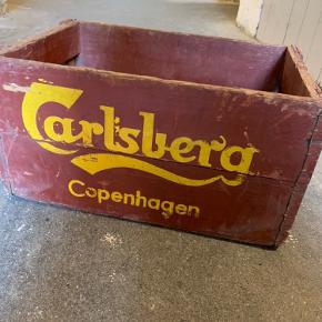 Retro Carlsberg ølkasse med patina. Har tre i alt (se billede 2).