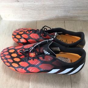 Lækre og helt nye fodboldstøvler fra Adidas str. 40 2/3.  Model Predator Instinct FG. Fejlkøb.  Nypris 1700 kr, sælges for 250 kr.