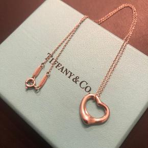 TIFFANY & Co. Tiffany Åben Hjerte Halskæde Sølv 925 med tilhørende sølvkæde.