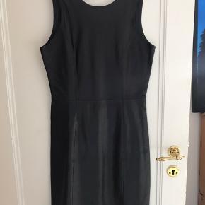 Læderkjole i det lækreste bløde læder..! Brugt få gange..  #30dayssellout