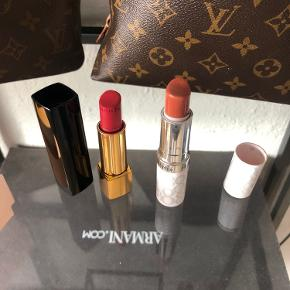 Chanel læbestift i farven rouge alleure Velvet 51, nypris 310kr  Elisabeth Arden eight hour creme læbestift med farve, honey 01, nypris 150kr  Brugt få gange, massere tilbage af begge to
