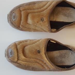 Ruskindsko i str. 40 fra DKNY i beige  DKNY damesko i Beige skind, virkelig behagelige sko  Str. 40