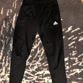 Hej sælger disse fine Adidas joggingbukser hegler igen ting.