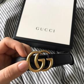 Jeg sælger Gucci bælte. Næsten som ny, ingen slidtegn. Købt i Rom. Jeg har kvittering, dustbag og æske. Passer en str. m