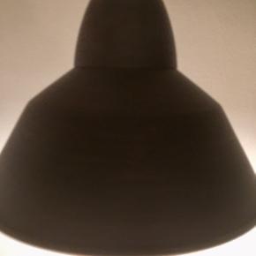 Mørkebrun, fin stand, brugt i en kortere periode. Fast pris og handler vi afhentning eller via Trendsales køb nu ❣️