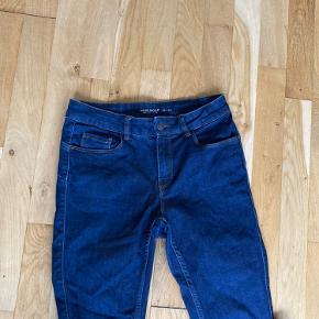 Sælger disse mørkeblå jeans fra verom Moda str small længde 32  De er brugt men e i rigtig pæn stand  Np 199kr. Sælges for 40kr uden fragt. Sender gerne  Se gerne mine andre billige og pæne ting til salg