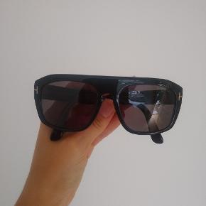 Solbrille fra Tom Ford Model: Conrad TF470 (polarized)  !! Set på Kylie Jenner !!   Fejler ingenting, etui medfølger