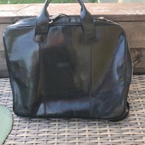 Fin taske med brugsspor ( kan afhentes i Rødovre) Bud ønskes